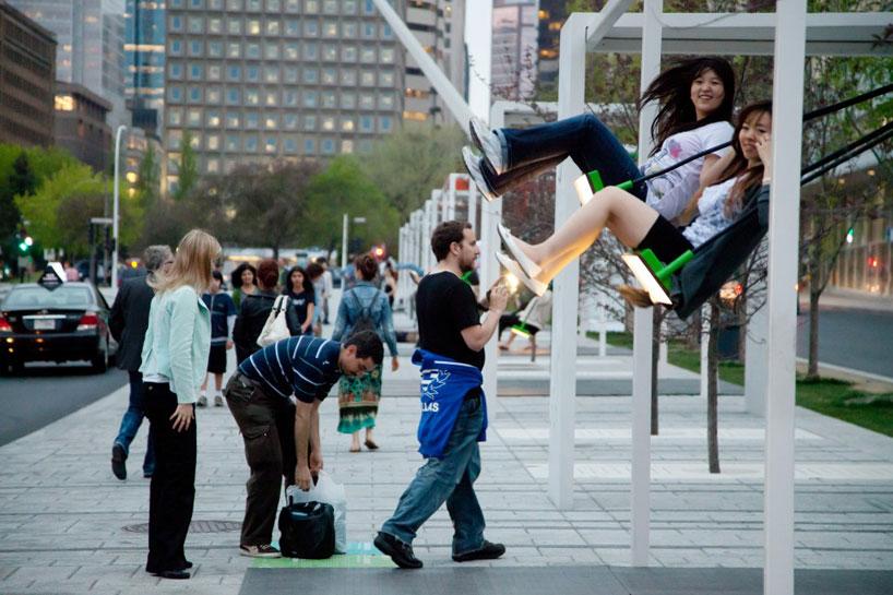 bus stop montreal swings
